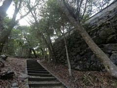 Demaru gate vSW _orig_LG (Hazbones) Tags: iwakuni yamaguchi yokoyama castle kikkawa suo chugoku mori honmaru ninomaru demaru wall armor samurai spear teppo gun matchlock map ropeway