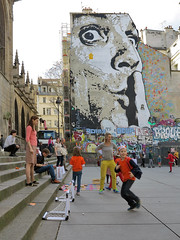 'Less fuss, please !' (pivapao's citylife flavors) Tags: paris france people beaubourg children graffiti