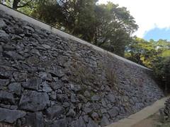 Ote vNE wall _orig_LG2 (Hazbones) Tags: iwakuni yamaguchi yokoyama castle kikkawa suo chugoku mori honmaru ninomaru demaru wall armor samurai spear teppo gun matchlock map ropeway