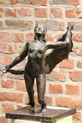 IMG_8092 (Patrick Williot) Tags: exposition vernissage ecuries sculpteur michal peintre genevieve nicolas