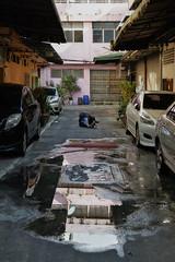 Finding the angle (Thomas Mülchi) Tags: 2018 bpg bangrakdistrict bangkok bangkokphotographersgroup samyancommunityphotowalk thailand people woman reflections puddle water person krungthepmahanakhon th