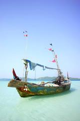 di Pulau Seruni (kuuan) Tags: indonesia voigtländerheliarf4515mm manualfocus mf voigtländer15mm aspherical f4515mm superwideheliar apsc sonynex5n java jepara karimunjawa karimunjawaarchipelago seruniisland pulauseruni boat
