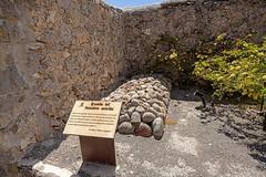Tumba del Forastero Suicida (Carlos SGP) Tags: españa es comunidadvalenciana alicante polop tumba tumbas grave tomb castillo cemetery cementerio cemeteries cimetière enterramientos gabrielmiro