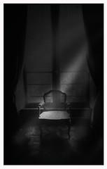 Fauteuil d'Alcove (jeanfenechpictures) Tags: chaise chairs fauteuil armchair noiretblanc blackandwhite chateau castle lumiere light fenetre windows alcove monochrome