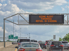 """""""Ozone Alert"""", 17 May 2018 (photography.by.ROEVER) Tags: kansas kcmetro kansascitymetro joco johnsoncounty merriam i35 interstate freeway road highway drive driving driver driverpic ontheroad sign message kcscout ozonealert commute eveningcommute may 2018 may2018 usa"""