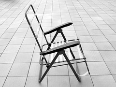 Me encontré un esqueleto en la terraza - EXPLORE May 19th, 2018 (Micheo) Tags: fun smile sonrie bnbw bwbn blackandwhite blancoynegro silla chair esqueleto skeleton explore ok best terrace vejez deterioro abandoned abandonada soledad trsiteza
