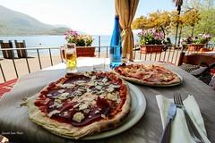 pizzata a lago , buon appetito (IVAN 63) Tags: monteisola lagodiseo brescia lomabardy italia italien italy lake iseosee