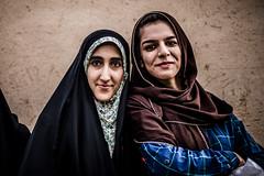 Dolat abad garden, Yazd, Iran 2018 (PaxaMik) Tags: iran travelinginiran yazd dolatabadgarden portrait voileislamique voile foulard regard muslim