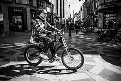 Images on the run... (Sean Bodin images) Tags: nationalmuseet streetphotography streetlife strøget seanbodin streetportrait people photojournalism photography copenhagen citylife candid city citypeople voreskbh metropolight mitkbh denmark documentary documentery delditkbh amagertorv may maj 2018 spring nørreport københavn købmagergade