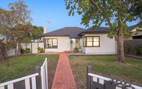 1/122 Bowes Av, Airport West VIC 3042
