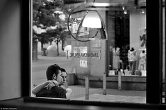 Poland 2017 (Tomek Szczyrba) Tags: ludzie people okno window frame ramka bw monochrome city town miasto polska poland street photo ulica streetphoto para pair love miłość objęcia embrace