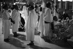 THE WAIT (N A Y E E M) Tags: pilgrims indonesian umrah latenight availablelight light atmosphere islam muslim lawn holymosque alharam masjidalharam mecca makkah ksa saudiarabia