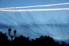 . (just.Luc) Tags: streetlight straatlantaarn réverbère sky lucht luft ciel nuages wolken clouds evening soir avond abend bordeaux gironde nouvelleaquitaine france frankrijk frankreich francia frança