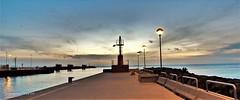 Colori al tramonto (ioriogiovanni10) Tags: seguimi passeggiata fotografo coolpix nikon soleil sole cielo clouds mer mare pontile faro porto sea tramonto sunset