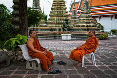 Monk Life (Matt Molloy) Tags: mattmolloy photography watphrachetuphonvimolmangklararmrajwaramahaviharn watpho temple stone sculpture detailed intricate art monks conversation people sitting orange robes chairs old architecture trees prang phranakhon bangkok thailand lovelife