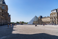 Cour Napoléon et Pyramide du Louvre (slam.photo) Tags: paris spring printemps 75001 napoleon pyramide louvre napoléon