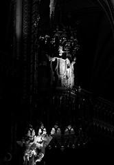 Saint Léon au dessus de la chaire, basilique Notre Dame (bd168) Tags: blancetnoir blackandwhite églisechurch sculptures buildings travaildubois édifices colonnes contrastes contrast xt10 xf90mmf2rlmwr sacré sacred