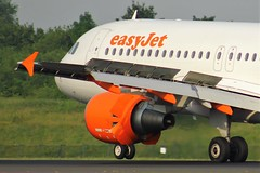 G-EZUA (AnDyMHoLdEn) Tags: easyjet a320 egcc airport manchester manchesterairport 05r