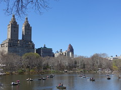 201804195 New York City Central Park and Upper West Side (taigatrommelchen) Tags: 20180416 usa ny newyork newyorkcity nyc manhattan upperwestside centralpark lake sky icon urban city skyline building park boat