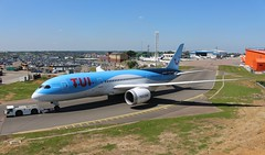 G-TUIC Boeing 787-8 Dreamliner TUI Airways (R.K.C. Photography) Tags: gtuic boeing 7878 b787 dreamliner tui airways by tom dreammaker aircraft airliners aviation british unitedkingdom uk luton bedfordshire england londonlutonairport ltn eggw canoneos100d