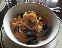 Il Primor Restaurant, Chattanooga, Tagliatelle, Shrimp, Mussels & Tomato Vodka Sauce (Larry Miller) Tags: chattanooga 2018