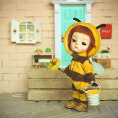 Bee strong!!! (Passion for Blythe) Tags: bee strong secretdoll secretdollming ming hardwork tiny cute doll bjd