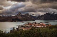 Riaño (Luis Cagiao) Tags: embalse riaño leon asturias water reservoir paisaje landscape montañas mountains nevadas nieve snow snowy