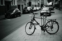 bike on stage@a corner of Düsseldorf 2 (Amselchen) Tags: bike bicycle street sidewalk city germany sony a7rii alpha7rm2 sigma mc11 canon ef50mmf18ii blur bokeh dof depthoffield