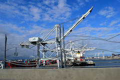 DSC_5706-61 (jjldickinson) Tags: nikond3300 103d3300 nikon1855mmf3556gvriiafsdxnikkor promaster52mmdigitalhdprotectionfilter freeway terminalislandfreeway ca47 ca103 longbeach portoflongbeach polb harbor longbeachharbor shippingcontainer container ship containership crane bridge