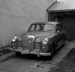 Mercedes, Portland (austin granger) Tags: mercedes portland mercedesbenz vintage classic grill chrome driveway sidewalk square film gf670