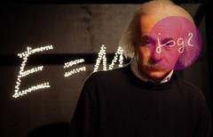 Albert Einstein, Museo Madame Tussauds - Ámsterdam (Holanda Septentrional / Países Bajos) (jsg²) Tags: amsterdam europa europe europeanunion holland johnnygomes nederland paísesbajos postalesdelmusiú ue unióneuropea fotografíasjohnnygomes fotosjsg2 holanda jsg2 travel viajes ámsterdam holandaseptentrional noordholland holandadelnorte northholland westfrisiandutch veneciadelnorte veniceofthenorth madametussaudsamsterdam madametussauds figurasdecera museodecera waxmuseum alberteinstein emc² einstein relatividadgeneral teoríadelarelatividad fisicos amsterdamcentrum
