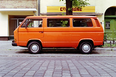 vehicles (oranje bus) (Tina Kino) Tags: tinakino berlin 2018 analog color 35mm film photography fuji industrial 100 print vw volkswagen bus van kreuzberg reichenberger