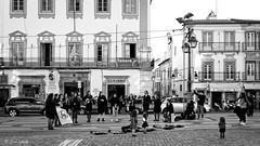 Unplugged (galavardo) Tags: fujifilm xpro2 27mm28 blancoynegro blackandwhite byn street music évora altoalentejo portugal mirrorless