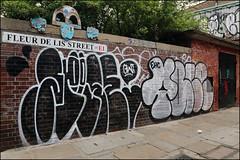 2Rise / Yale (Alex Ellison) Tags: 2rise gw shoreditch eastlondon urban graffiti graff boobs throwup throwie