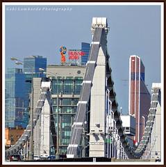bridge at Moscow (gabi lombardo) Tags: ponte brücke bridge moscow urban building gebäude palazzi russia finestre windows ventanas fenster glass vetri cars autos macchine voitures lampade strasenlaternen russia2018