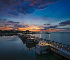Sunrise, Barage, 12052018 (Bernard Yeo) Tags: blue calm clouds marinabarage orange shift singapore sunrise twilight water