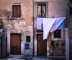 Panni stesi (SDB79) Tags: scanno panni stesi ingresso porta città paese vicolo antico abruzzo