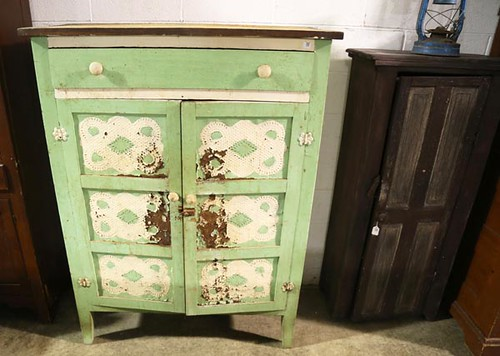 Vintage 12-Tin Green/White Pie Safe ($190.40)