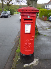 Jacey Road, Shirley - red post box - G VI R - B90 802 (ell brown) Tags: shirley solihull westmidlands england unitedkingdom greatbritain tree trees jaceyrd postbox redpostbox gvir grvi royalmail postoffice nextcollection b90802 palmersroughlocalnaturereserve palmersrough localnaturereserve rain raining