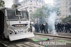 Manifestation à Paris du 1er mai 2018 - 01.05.2018 - Paris (FR) - IMG_3208 (PM Cheung) Tags: loitravail manifestationàparisdu1ermai paris 1mai frankreich proteste mobilisationénorme cgt sncf demonstration manifestationàparisdu1ermai2018 blockaden 2018 demo mengcheungpo gewerkschaftsprotest zad zonéadéfèndre nantes tränengas arbeitsmarktreform nuitdebout pmcheung polizei wasserwerfer crsfacebookcompmcheungphotography polizeipräfektur krawalle ausschreitungen auseinandersetzungen compagniesrépublicainesdesécurite police 1mai2018 01052018 manif manifestation démosphère labac emmanuelmacron larépubliqueenmarche manif1mai fo fsu solidaires unef république1ermai 1ermaiparis nonamarcron 1ermai2018