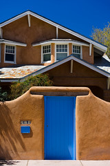 Blue and terracotta. (Gimo Nasiff) Tags: gimo nasiff new mexico nm santa fe guillermo architecture arquitectura sony a7ii ilce7m2 ilce7mii travel photography facade door revival spanish colonial historic old town blue brown terracotta adobe