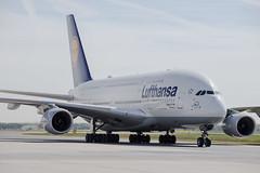 Frankfurt Airport: Lufthansa Airbus A380-841 A388 D-AIMC (kevin.hackert) Tags: rheinmain vorfeld linienflugzeug flughafen eddf outdoor metropole airport jet flugzeug cargo rheinmainflughafen ffm hessen fra aircraft frankfurtammain 069 apron frankfurt main rollfeld fahrzeug fraport boden verkehrsflughafen