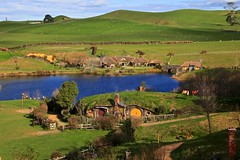 Hobbiton (YY) Tags: newzealand hobbit lordoftherings lotr shire movieset lake matamata