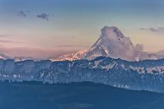 Evening light at Schreckhorn, seen from Bern (Rita Eberle-Wessner) Tags: switzerland schweiz landschaft landscape berg berge berneralpen aarmassiv alpen alps alpenglühen schreckhorn snow schnee gletscher glacier bern