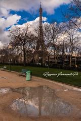 Parigi di riflesso (baridue) Tags: toureiffel riflesso parigi pioggia francia france capitale parco colori sky torre