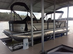 6600 UL2, 25ft Veranda TriToon on a HydroHoist Boat Lift