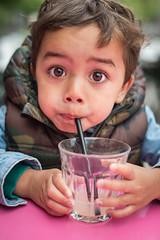 Dawken drinkt appelsap // Amsterdam (Merlijn Hoek) Tags: dawken kind child 50mm d810 nikond810 amsterdam applejuise applejuice appelsap rietje portrait portret