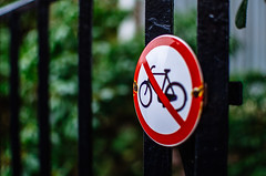 No Bike Parking (140/365) (Walimai.photo) Tags: amsterdam sign no parking color colour nikon d7000 nikkor 35mm detail detalle fence verja valla holanda netherlands bike bici