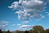Berlin, Am Berl - Wolken, Flieger (tom-schulz) Tags: x100f rawtherapee berlin thomasschulz himmel wolken flugzeug gipfel bäume