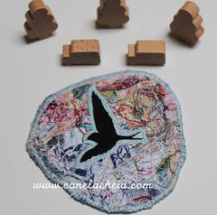 Voa nº41 (Canela Cheia) Tags: fly andorinha arte artesanato brooch criatividade criativity despedíciozero handicraftbrooches handmade linhas pregadeira retalhos reuse reutilizar reutilização semdesperdício slowfashion swallows threads usableart zerowaste
